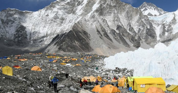 """Learning With: '''It Was Like a Zoo"""": Death on an Unruly, Overcrowded Everest'"""